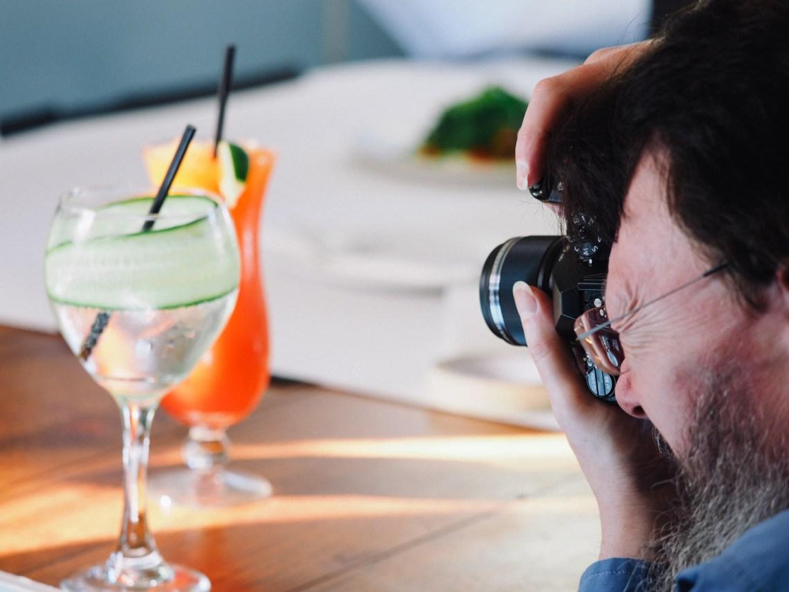 fotografi minuman bergantung lighting