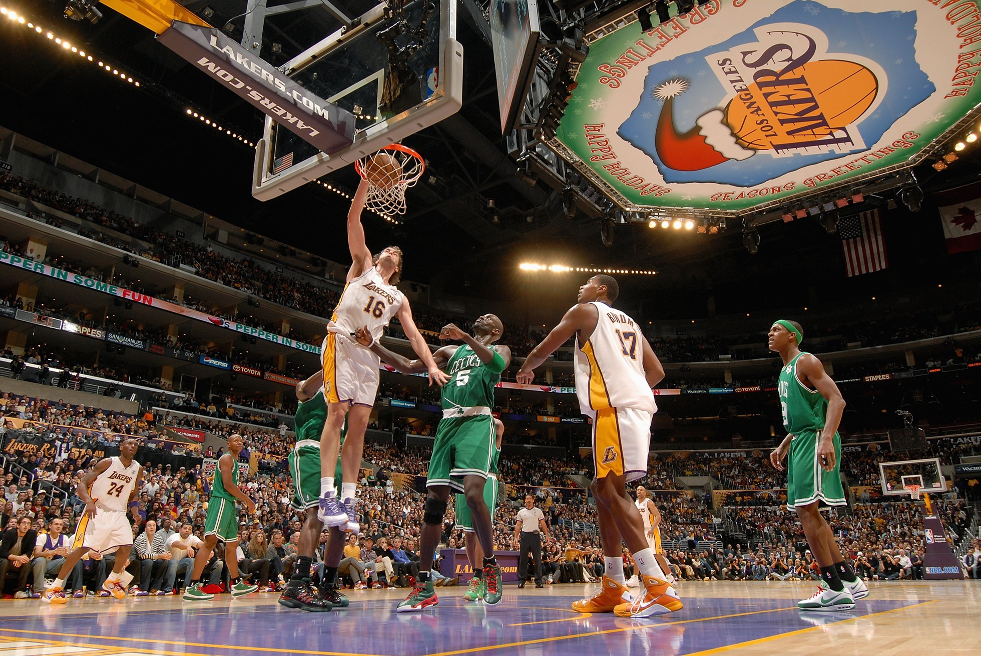pau_gasol_dunk_on_2010_finals_game_7