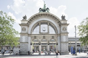 Lucerne arch in front of the main station