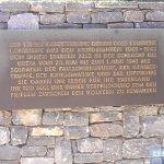 Inschrift zur Gräberstätte.