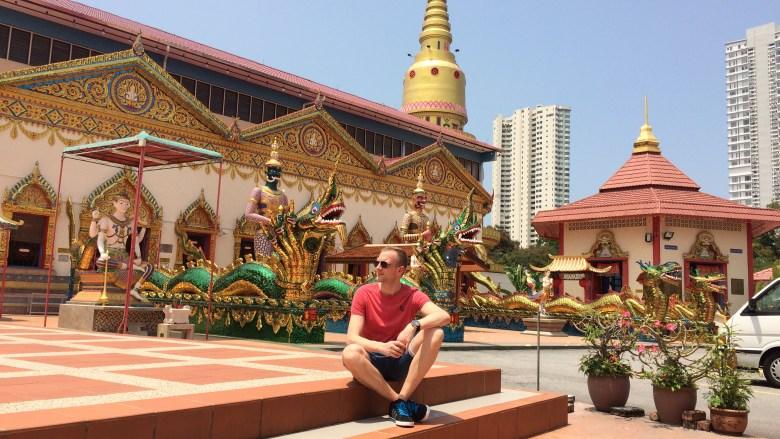 Vorm Tempel des liegenden Buddah