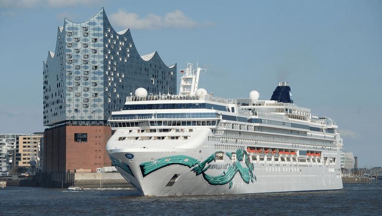 Norwegian Jade in Hamburg