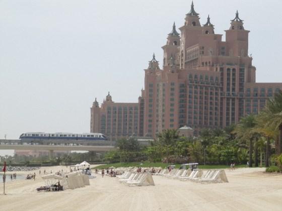 Das Hotel Atlantis mitsamt des Privatstrandes