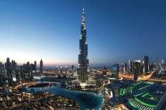 Stadtpanorama von Dubai mit dem Wolkenkratzer Burj Khalifa