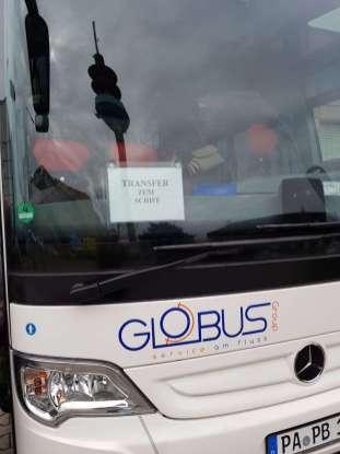 Globus bringt alle mit dem Bus zum Schiff