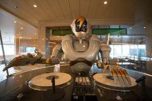 , DJ-Roboter an Bord der neuen Mein Schiff 1