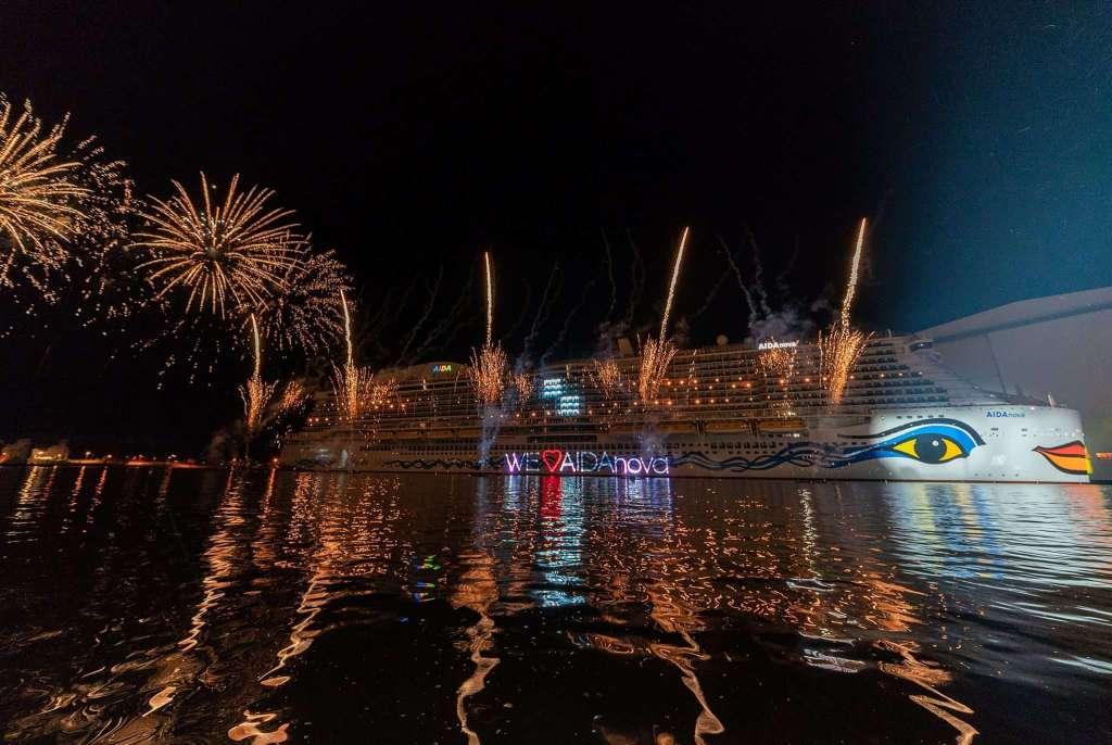 Spektakuläre Aidanova Taufe 25000 Gäste Feiern In Papenburg