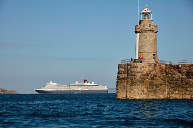 Cunard Queen Elizabeth buchbar