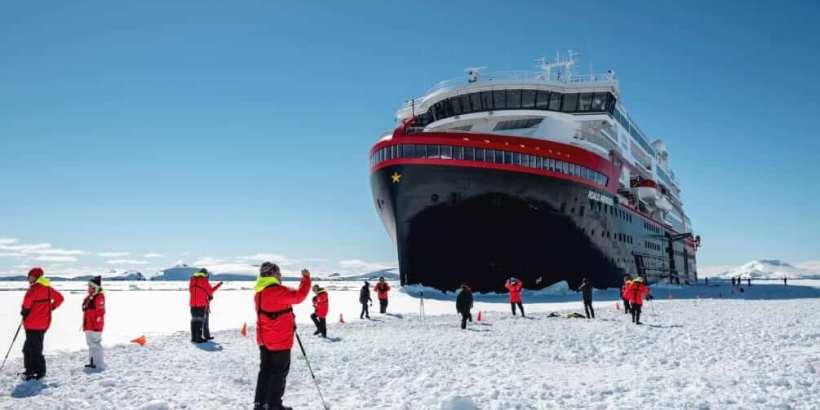 Polare Eislandung mit MS Roald Amundsen