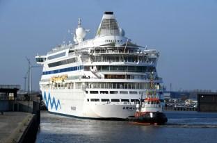 AIDAvita verlässt am 4._April 17 die Lloyd Werft Bremerhaven