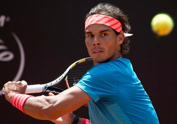 Rafael Nadal Advances at Hamburg