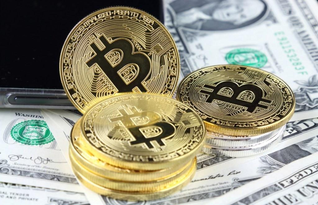 """""""Dollar Will Collapse, Bitcoin Will Benefit"""": Shared Famous Economist Foresight"""