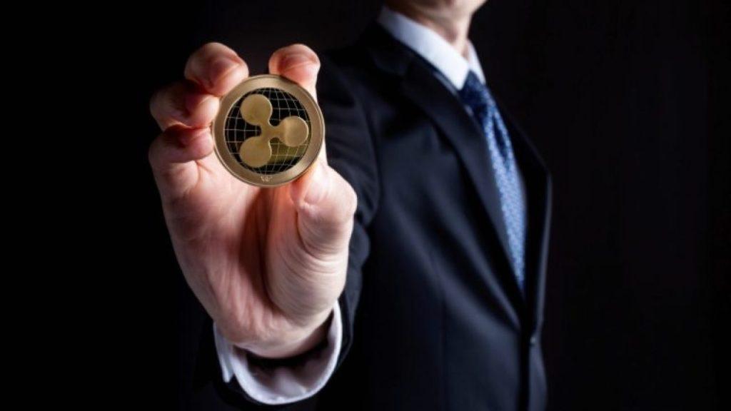 Bitcoin'in Her Adımını Bilen Analistten Ripple Tahmini: Baş ve Omuzlar Paterni!
