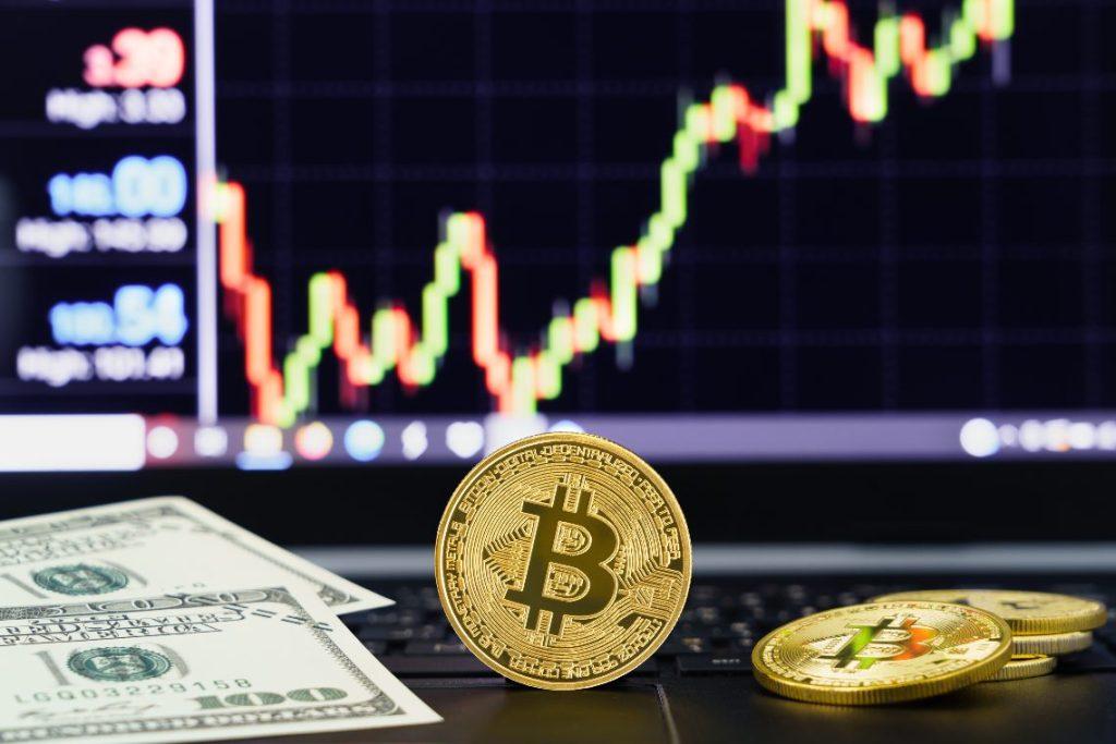 Bitcoin'in Her Adımını Bilen Analist: BTC, Bu Seviyenin Altına Düşebilir!