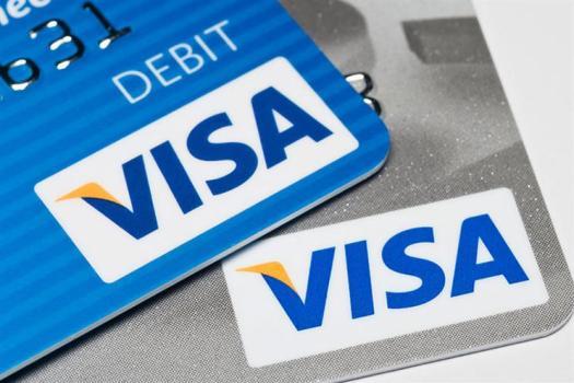 Чому Visa закрила біткойн-карти для нерезидентів США