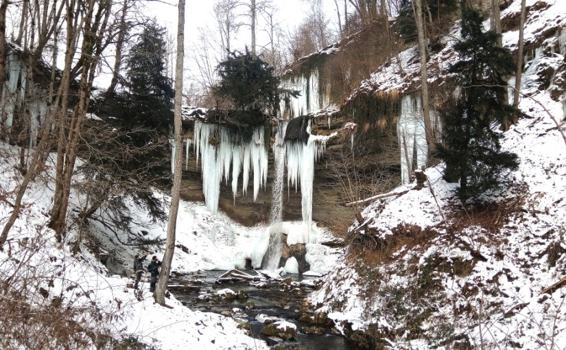 Waterfall of the Dard in winter