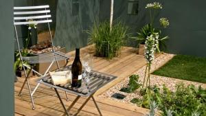 Small Patio Designs: Tips To Make It Look Bigger Kris