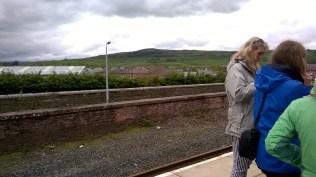 Kendalas stacijā gaidot vilcienu