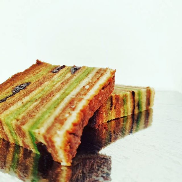 Celebrating #eid with #Traditional Indonesian layer cake. Lapis pandan and #spices and prunes.#food #foodporn #instafood #PleaseForgiveMe #yummy #amazing #instagood #photooftheday #sweet #dinner #breakfast #tasty #food #delish #delicious #eating #foodpic #eat #hungry #foodgasm #hot #foods #igers #IgersSpain #igersbilbao #dessert #cake #TeaTime