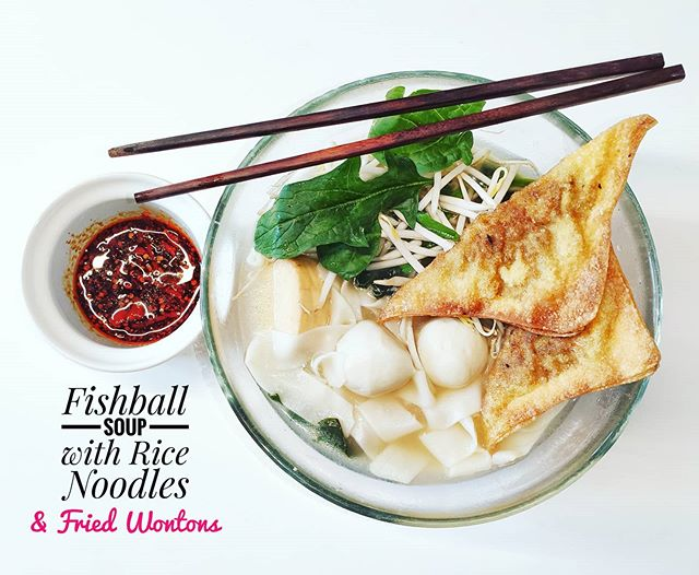 Day 3 of national quarantine due to #covid_19 outbreak. This is my way to kill the #virus . Piping hot fishball soup with rice noodles, veggies, fried Wontons and hot chilli soy sauce. Who wants some??.#insta #instafood #instapic #picoftheday #magnificentshot #love #sexy #igers #igersbilbao #food #hungry #happy #delicious #hungry #restaurant #deliciousfood #urbanphotography #traditional #traditionalfood #peanutbutter #butter #breakfast #childhood #children #breadandbutter #foodiesofinstagram #foodie #foodporn #yomequedoencasa