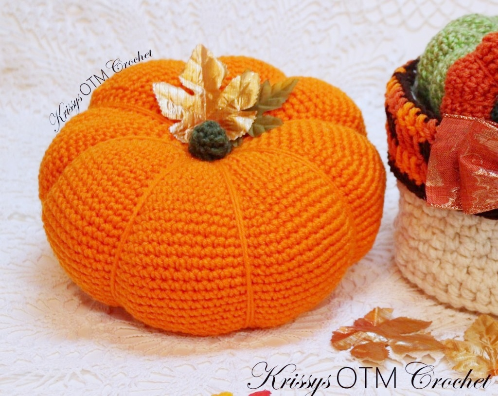 Crochet this big pumpkin for all of the fall arrangements around your home. It easy!