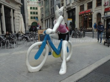 La Chatte á Bicyclette