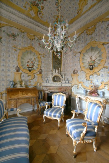 Blue, white, and yellow baroque and oriental-style room
