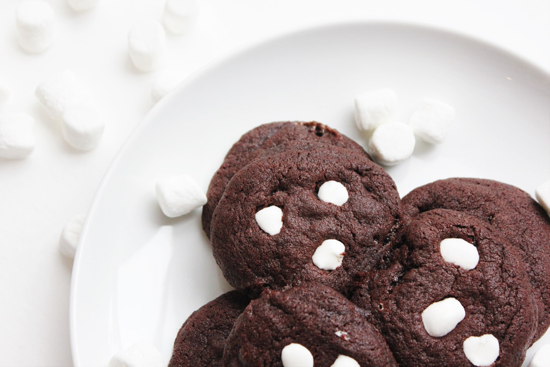 hot cocoa marshmallow cookies