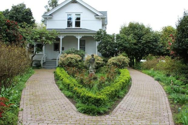 Lilac farmhouse