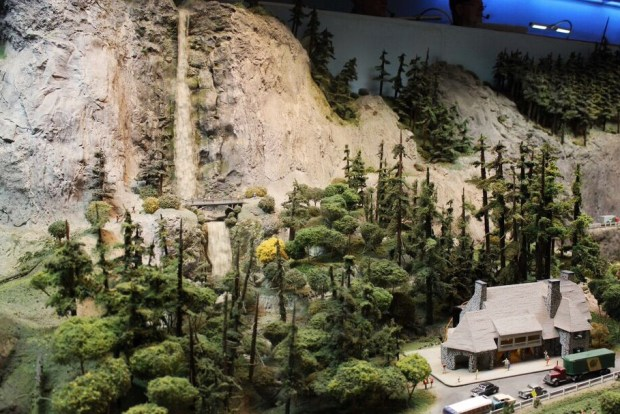 Model railroad multnomah falls
