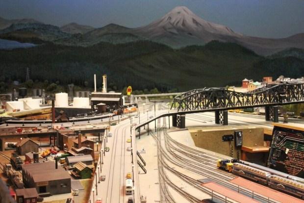 Model railroads bridge