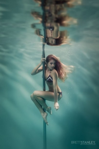 underwater-pole-dancer_3