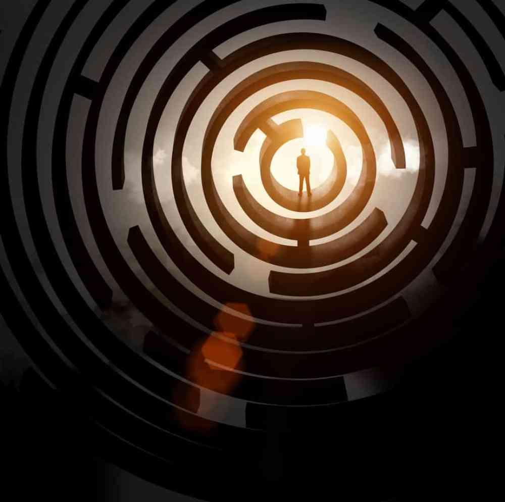 Život ako labyrint - životné križovatky,zábrany aprekážky, Tags: labyrint, bludisko, zábavný park, život, cieľ, východ, východisko, vedomie, práca s vedomím, transformácia vedomia, osobný rozvoj, rozvoj osobnosti, strach, pomoc, Človek a jeho uzdravenie, kniha, Život ako labyrint