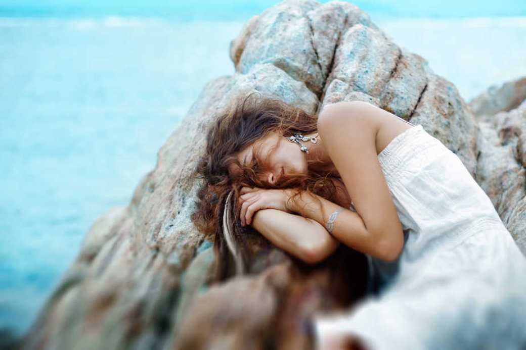 Návrat k sebe – praktizovaná sebadôvera, Tags: Autobiografia, životopisné príbehy, uzdravenie, majstri života, majstrovstvo, sebapoznanie, dezorientácia, percepčné poruchy, nespavosť, duševná únava, pálenie v žalúdku, menštruácia, anorexia, zázračný liek, uzdravenie, karma, rozuzlenie karmy, bulímia, strach z temnoty, ženskosť, poruchy príjmu potravy, antidepresíva, samovražedné myšlienky, podváha, energetická manipulácia, RAW, RAW strava, surová strava, vegetariánstvo, vegánska strava, bezmäsitá strava, spiritualita, zasvätenie