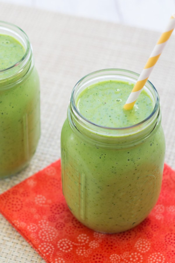 Close up of kale smoothie in a mason jar.