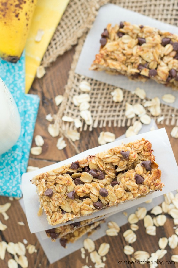 Banana Chocolate Chip Granola Bars | Homemade Granola Bar Recipes To Keep You On The Go