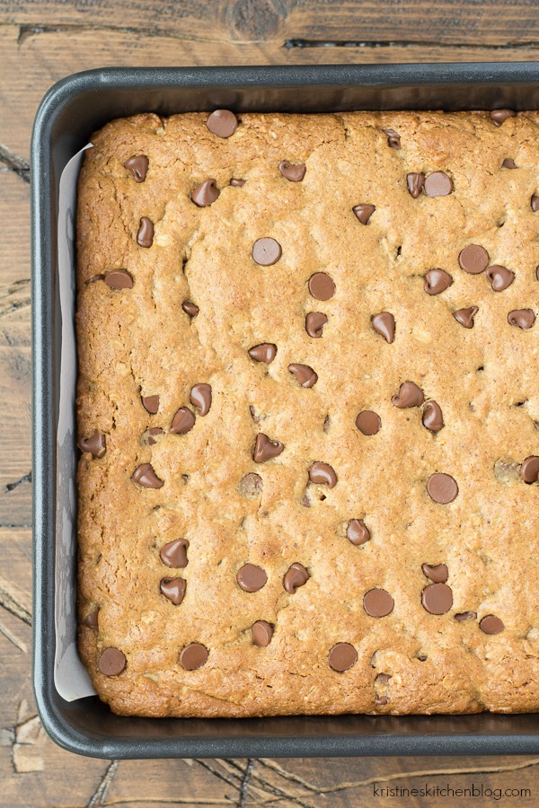 pan of uncut blondies with chocolate chip just out of the oven