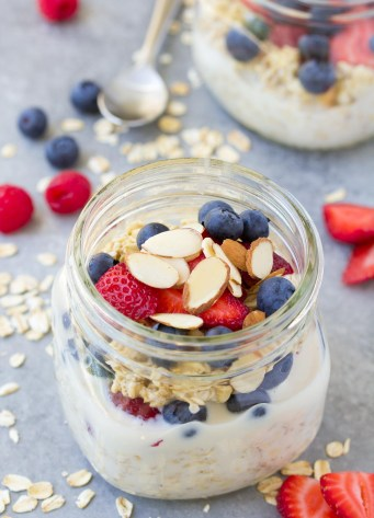 Easy overnight oats recipe made with four ingredients and topped with strawberries, blueberries and almonds.