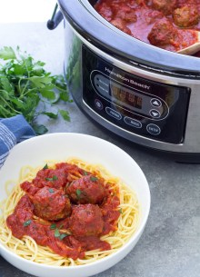 Slow Cooker Italian Meatballs with marinara sauce that can be frozen and then cooked in your crock pot! A quick and easy dinner for families! Make these meatballs with ground beef or turkey, bake and freeze with all of the sauce ingredients for a healthy freezer meal!