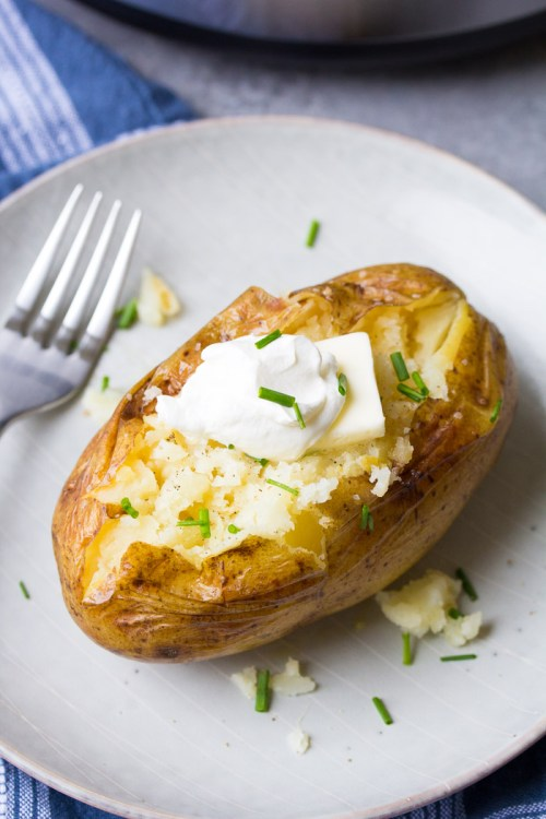 Instant Pot baked potato with butter, sour cream and chives. How to cook potatoes in a pressure cooker.