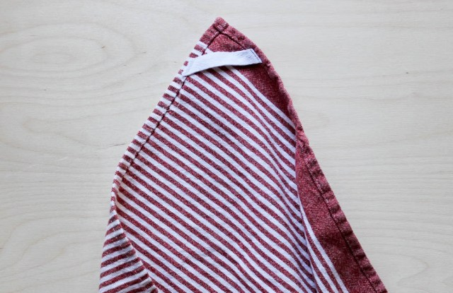 How to add hanger tabs to dishtowels. kristinesser.com