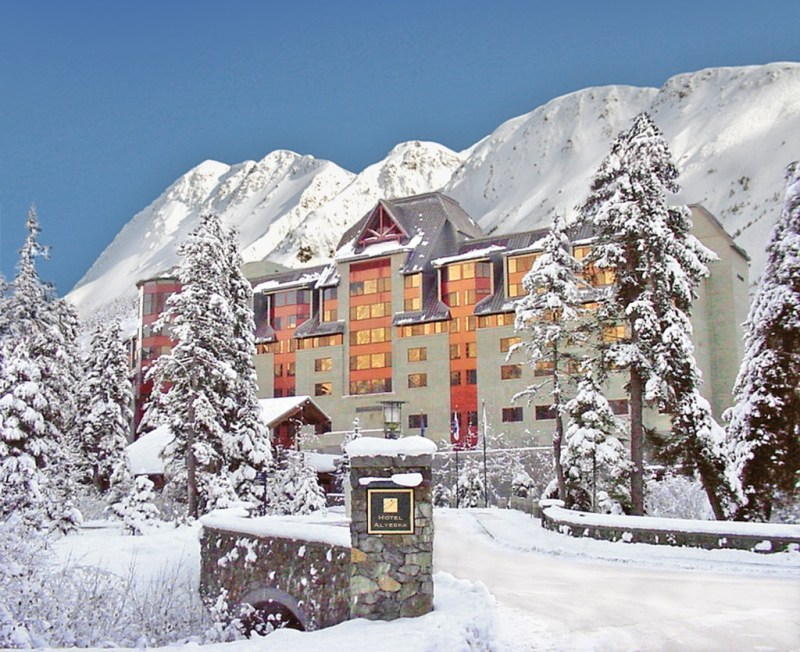 Take a romantic getaway on Valentine's Day to Hotel Alyeska in Girdwood, Alaska #alyeska #alaska #luxurylodge
