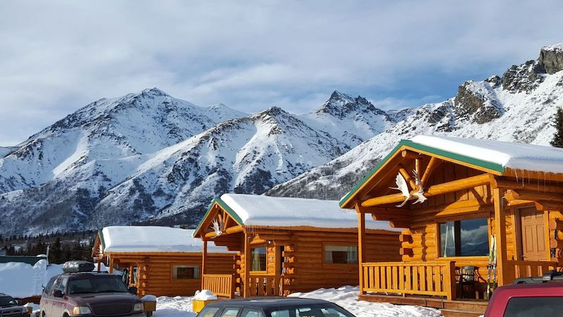 Sheep Mountain Lodge is the perfect romantic winter getaway #alaska #travelalaska #alaskalodges