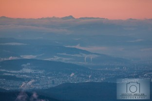 Der Blick auf Lörrach, die Region Basel und das Mont Blanc-Massiv am Horizont