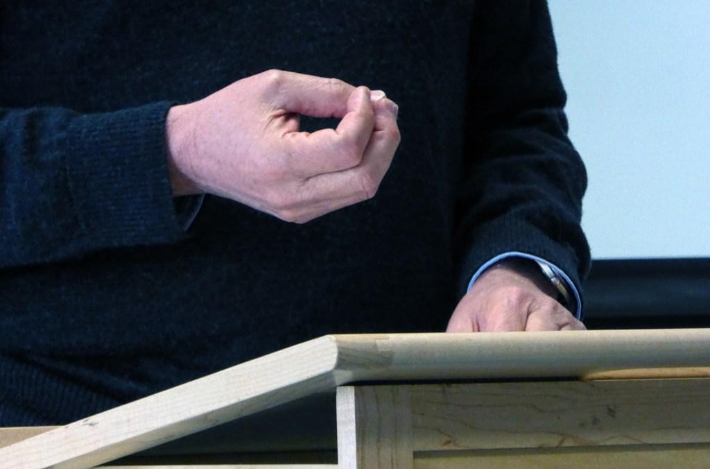 public-speaking-hand-gestures-5