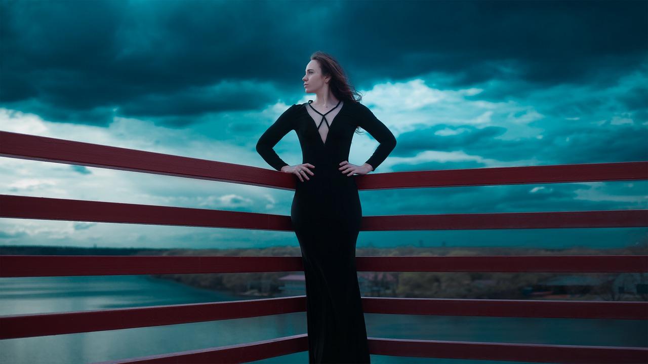 black-dress-1444415_1280