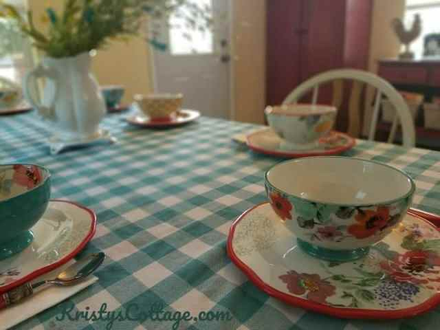 MealTable1A Few Ideas to Help Young Moms Take Meal Time from Insane to Intentional   Kristy's Cottage blog