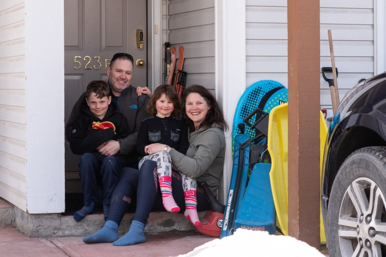 A family of four take part in the Front Steps Project.