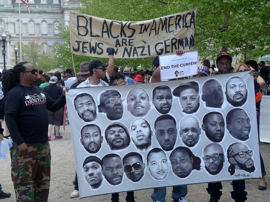 https://i0.wp.com/kritisches-netzwerk.de/sites/default/files/u17/Police_violence_Apartheid_racism_Freddie_Gray_black_power_Walter_Scott_Eric_Garner_Tamir_Rice_Michael_Brown_Trayvon_Martin_Diskriminierung_Polizeigewalt_Rassismus_Malcolm_X.jpg