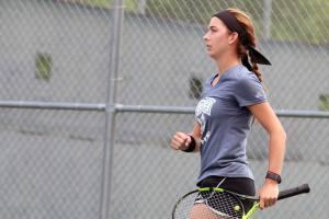 Krizia Senior Tennis Fist Pump